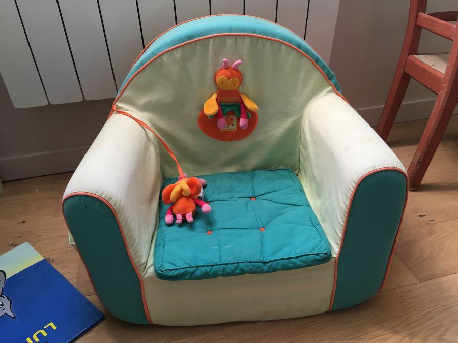 petit-fauteuil-et-cadre-de-marque-moulin-roty-1